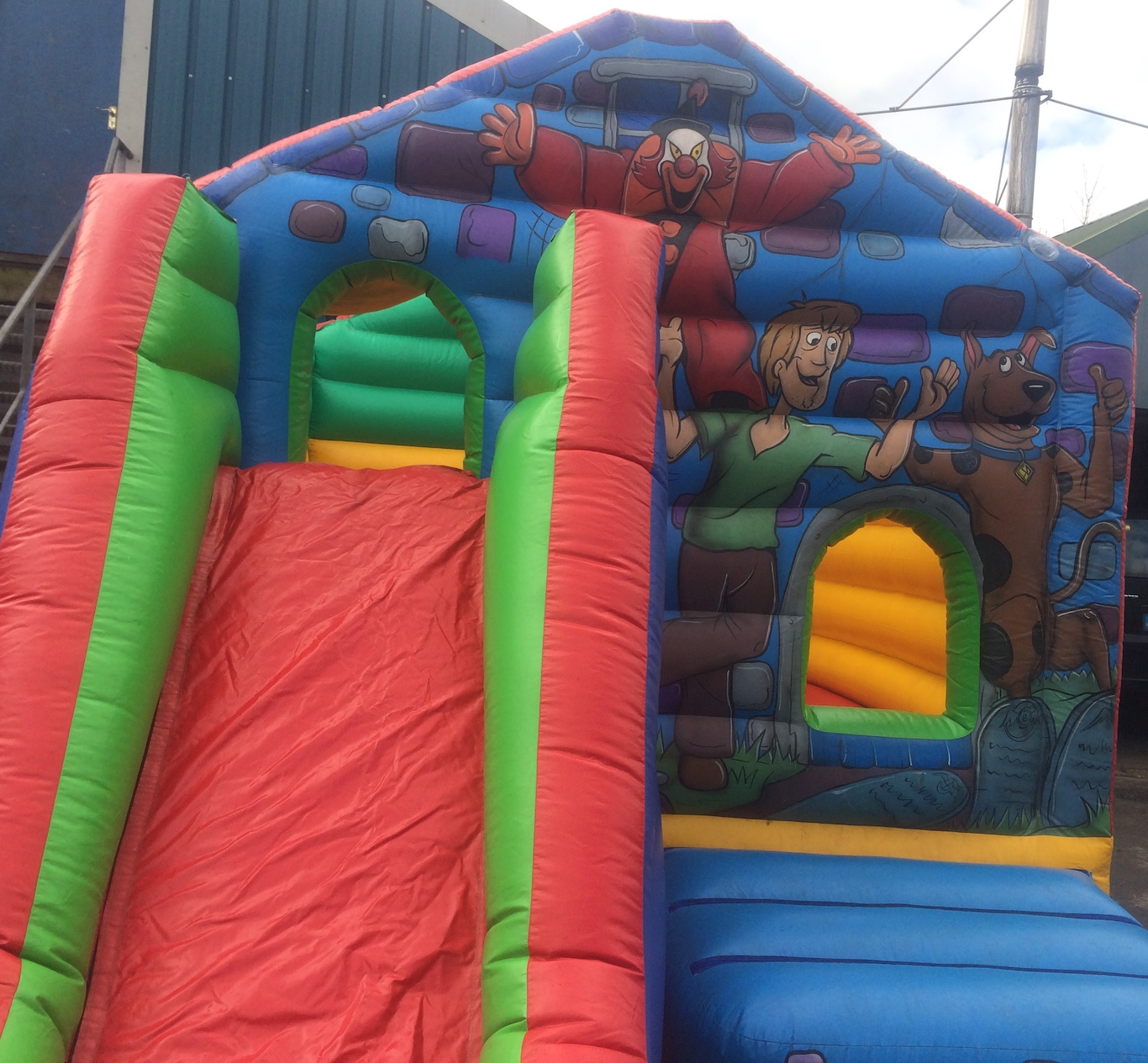 Scooby Doo Castle with Slide 12x21ft